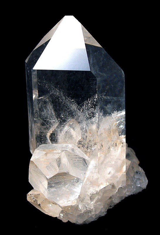 an analysis of the crystal quartz and the quartz design