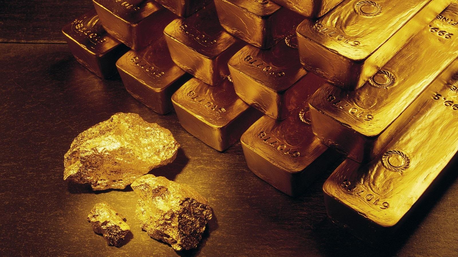 Золотые слитки и самородки