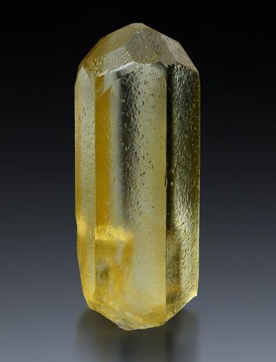 Монокристалл гелиодора
