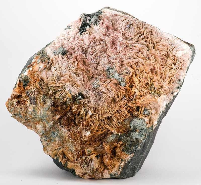 Пластинчатые кристаллы маргарита, 13.9 см x 12 см x 8.9 см, США, Массачусетс, Честер, Шахта Честер Эмери