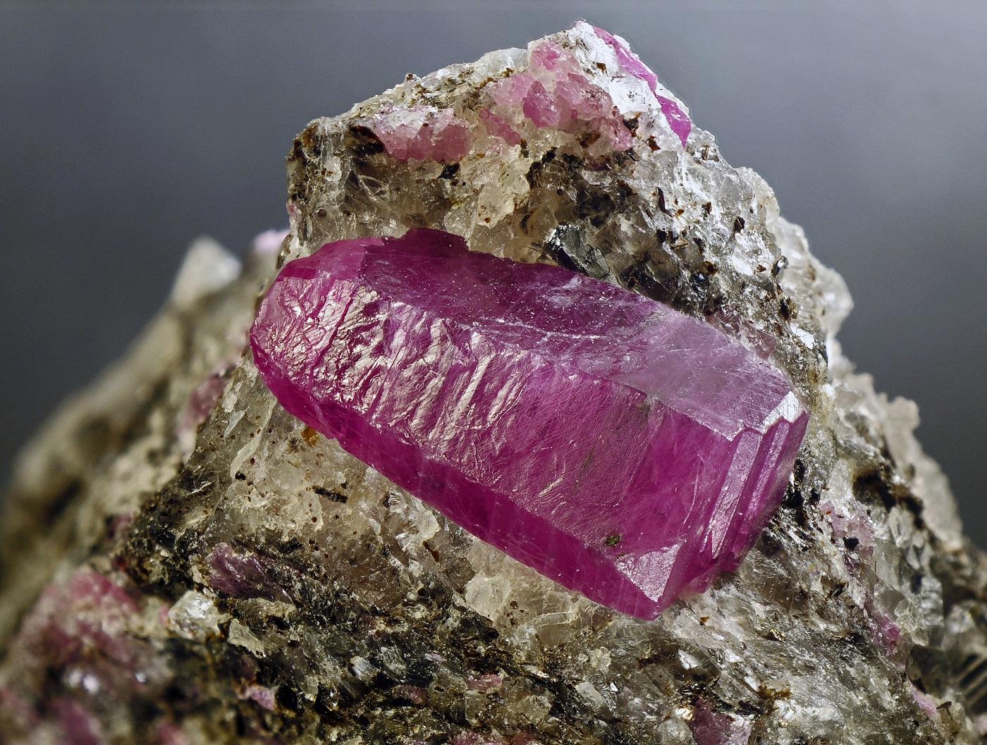 Кристаллы рубина, 1,3 см