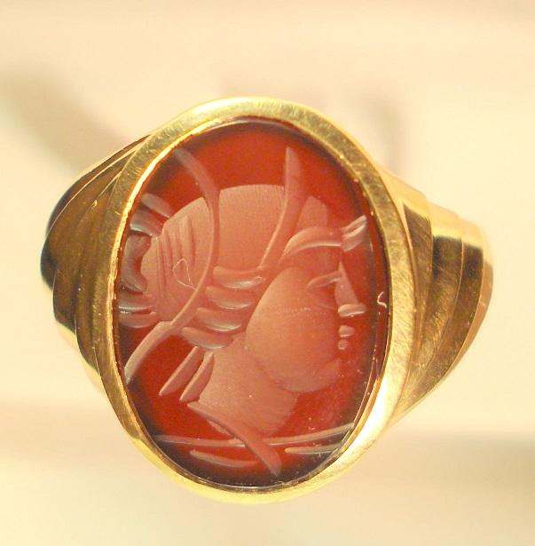 Золотое кольцо с сардониксом